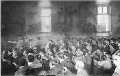 Consell de Guerra contra Ferrer Guardia 1909, acusat d'haver estat un dels instigadors dels esdeveniments de la Setmana Tràgica de juliol de 1909, i condemnat a mort per un tribunal militar. Foto d'Alejandro Merletti.