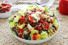 Healthy Taco Salad Taco Salad Recipes, Healthy Salad Recipes, Mexican Food Recipes, Bacon Frit, Salades Taco, Catalina Dressing Recipes, Chipotle Ranch Dressing, Taco Salat, Homemade Chipotle