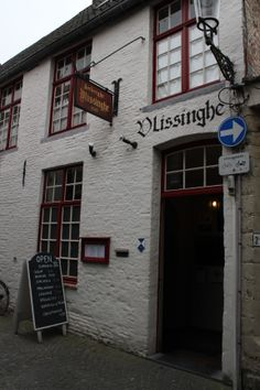 Discover the cosy #bars and #pubs in Bruges, Here one of the many lovely spots, café Vlissinghe, the oldest café in Bruges.