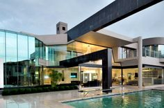 Amazing South African Modern Home Design with Hues: Elegant Cal Kempton Park With Ceiling And Wall Lamp Also Rectangular Swimming Pool Also . House Architecture Styles, Residential Architecture, Architecture Design, Creative Architecture, Modern Mansion Interior, South African Homes, Kempton Park, Modern Architects, Design Blogs