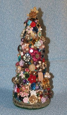Costume Jewelry Crafts, Vintage Jewelry Crafts, Vintage Jewellery, Christmas Jewelry, Christmas Crafts, Holiday Ornaments, Christmas Ideas, Etsy Christmas, Christmas Candle