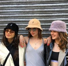 Nida 🧚🏼♀️ - Source by Fashion outfits Tomboy Fashion, 80s Fashion, Fashion Outfits, Vintage Fashion, Bff, Besties, Outfits With Hats, Cute Outfits, Street Style Photography