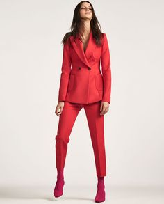 ZARA Tailored jacket with buttons & cropped straight-cut trousers High Street Fashion, Street Style, Red Fashion, Look Fashion, Fashion Outfits, Womens Fashion, Zara, Costume Rouge, Red Suit