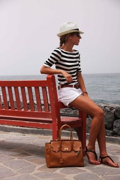 The Simply Luxurious Life®: Style Inspiration: Casual Summer outfit / street style Style Work, Mode Style, Style Me, Navy Style, Simple Style, Simple Colors, Fashion Mode, Look Fashion, Fashion Ideas