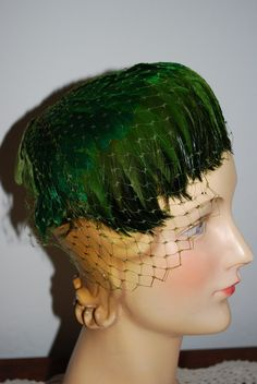 Vintage 1940s/50's Green Feather Cocktail Hat.