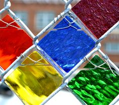 chain link fence art, should work on my lattice fence too With black chain link could look like stained glass! Fence Art, Diy Fence, Backyard Fences, Garden Fencing, Fence Ideas, Pallet Fence, Walkway Ideas, Horse Fence, Rustic Fence