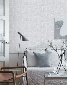 Beautifully geometric, the Borastapeter Trapez wallpaper has been designed by Arne Jacobsen as part of the Scandinavian Designers II collection. Arne Jacobsen, Scandinavian Wallpaper, Swedish Wallpaper, Green Wallpaper, Scandinavia Design, Piece A Vivre, Geometric Wallpaper, Wallpaper Designs, Burke Decor