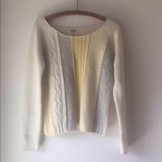 Free people sweater Beautiful sweater from free people. No pilling in good condition Free People Sweaters