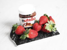 Therez.se - #strawberries and #nutella #yummy