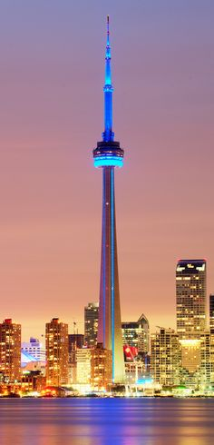 CN Tower, Toronto | Canada (by Tony Shi.)