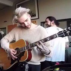 so cute Tom is teaching Bill how to play guitar :-)