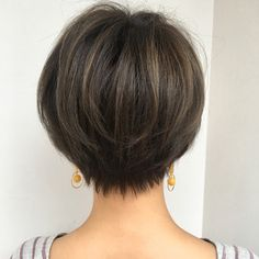 Lovely shape htty://www. Medium Hair Styles, Long Hair Styles, Short Layered Haircuts, Short Stacked Hair, Shot Hair Styles, Short Hair Cuts For Women, Great Hair, Hair Today, Bob Hairstyles