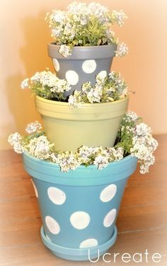 I've been wondering what to give the moms for Mother's Day and I'm loving all of the decorated clay pots everywhere! I decided to go with the polka dot look because I fell in love with these larger ones at Positively Splendid! A thought came to me the other day…create mini stacked planters as …