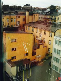 Näkymä hotellin siistille sisäpihalle! Kelpo maisema, vaikka ei merta näykään!