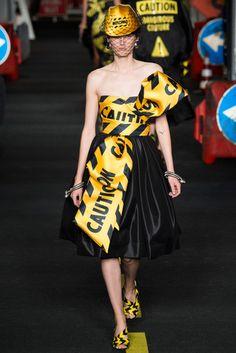 2016春夏プレタポルテコレクション - モスキーノ(MOSCHINO)ランウェイ|コレクション(ファッションショー)|VOGUE JAPAN