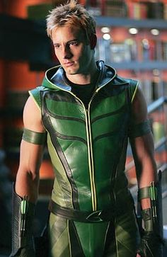 Green Oliver Queen! Justin Hartley is such a pretty boy.  What would Smallville be without this Green Arrow anyway?