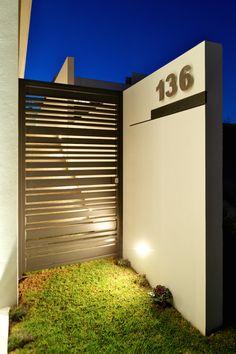 Pagar Besi Horizontal Design Casa Zenit by Ricardo Agraz Via Behance House Gate Design, Gate House, House Front Design, Fence Design, Facade House, Door Design, Modern Entrance, Entrance Gates, Aluminium Glass Door