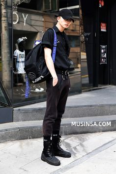 40 year old men fashion Street Style 2017, Street Style Summer, Autumn Street Style, High Fashion Outfits, Best Mens Fashion, Korea Fashion, Korean Outfits, Poses, Urban Fashion