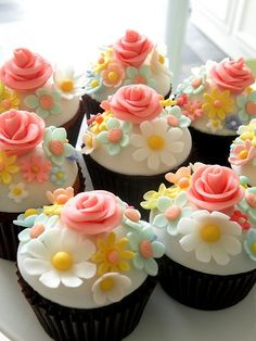 Gorgeous springtime cupcakes - ready for spring and dessert. Cupcakes Fondant, Fancy Cupcakes, Pretty Cupcakes, Beautiful Cupcakes, Easter Cupcakes, Yummy Cupcakes, Cupcake Cookies, Chocolate Cupcakes, Spring Cupcakes