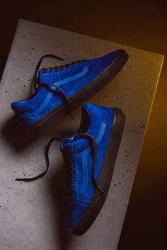 A Quick Guide To Choosing A New Pair Of Sneakers. Sneakers are probably the most important product in a sports closet. Vans Shoes Fashion, Mens Vans Shoes, Vans Sneakers, Casual Sneakers, Casual Shoes, Vans Men, Sock Shoes, Men's Shoes, Nike Shoes