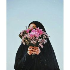 Girl Hand Pic, Girls Hand, Hijabi Girl, Girl Hijab, Beautiful Hijab, Beautiful Dark Art, Muslim Fashion, Hijab Fashion, Beauty Tips With Honey