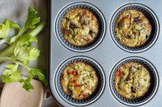 Víte, jak se dělají muffiny a co to je? Ukážeme vám, jak si udělat ty nejlepší domácí muffiny doma a jaké druhy si můžete přichystat. Low Carb, Eggs, Breakfast, Food, Morning Coffee, Essen, Egg, Meals, Yemek