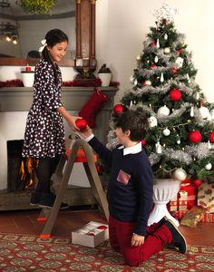 Con Skala arrivi dove vuoi, anche in cima all'albero di Natale! Scopri lo sgabello di Bama, con blocco di sicurezza e piedini antiscivolo, che ti consente di raggiungere in tutta tranquillità anche i punti più alti. Per saperne di più, clicca sulla foto. #Bamagroup #skala #casa