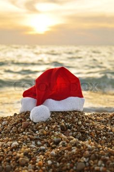 When Santa comes to #Sicily, he takes a seabath. bebtrapanilveliero.it