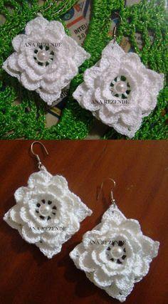 FIOS DE ARTE: BRINCOS CROCHÊ E com explicação de como fiz.                                                                                                                                                                                 Mais Crochet Earrings Pattern, Crochet Buttons, Crochet Gloves, Crochet Patterns, Freeform Crochet, Thread Crochet, Crochet Crafts, Crochet Projects, Crochet Bouquet