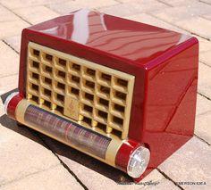 EMERSON 636 A Five Tube mid century modern radio exhibiting chassis schematic Radio Design, Radio Record Player, Record Players, Mid-century Modern, Retro Radios, Antique Radio, Transistor Radio, Garage Art, Vintage Wood