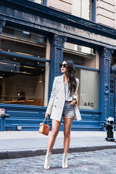 Though they're an unlikely pair, there are actually so many blazer and shorts outfits worth trying out this summer. Striped Blazer Outfit, Blazer And Shorts, Blazer Outfits, Denim Shorts, Denim Outfits, Blazer E Short, Denim Fashion, Fashion Outfits, Blazers