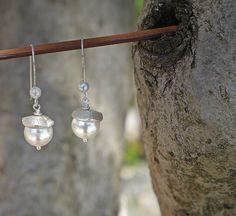 Earrings with fine silver and white Swarovski pearls / door deBATjes