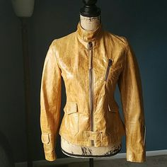 Gorgeous Italian Leather Moto Jacket Size 2 Vera Pelle Yara Italian Leather Moto Jacket. Size: US 2 / IT 42. Color: Tan / Beige. Features pocket at each hip with a small pocket at each wrist. Small zipper pocket over left breast. Full zip closure with snap button at top & bottom. In flawless condition! Absolutely no defects of any kind. 20.5in length from top of shoulder to bottom hem. 24in sleeve length. 17in from under arm to under arm. Feel free to ask questions. MAKE AN OFFER! FREE GIFT…