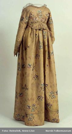 Dress from around 1748 - 1755, fabric probably from Spitalfields, London.