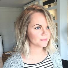 Medium Wavy Blonde Bob Too short but the choppiness is just about right