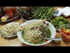How to make Vietnamese Pho Bo Indian Food Recipes, Asian Recipes, Healthy Recipes, Ethnic Recipes, Healthy Food, Vietnamese Pho, Vietnamese Cuisine, Chowder Recipes, Soup Recipes
