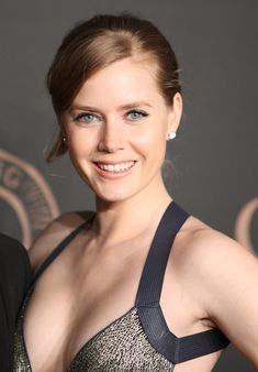 Dream Girls Photos: Top 10 cleavage pictures of Amy Adams milky Cleavage collection Wedge Hairstyles, Boho Hairstyles, Hairstyles With Bangs, Wedding Hairstyles, Brunette Hairstyles, Black Hairstyles, Bouffant Hairstyles, Woman Hairstyles, Beehive Hairstyle