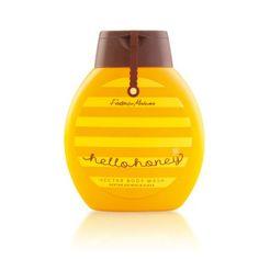 Nettare detergente per il corpo        Collezione: Hello Honey     Capacità: 220ml  Bagnoschiuma delicato dalla consistenza morbida e oleosa. Schiumogeno. Deterge e si prende cura della pelle, lasciandola morbida e profumata. Arricchito con estratti di miele, acido lattico e allantoina che apportano un'idratazione ottimale.  L'estratto di nigella ha proprietà antiossidanti che rallentano il processo di invecchiamento.  Per uso quotidiano sia nella vasca da bagno che sotto la doccia.