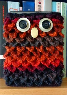 Crocheted owl Kindle cover. Done in crocodile stitch. Started like this: http://www.craftpassion.com/2013/08/crochet-drawstring-crocodile-stitch-purse.html/2 , then continued upwards until it fitted the Kindle. Yarn: Drops Delight. Hook size 3.5. I used up exactly one skein of yarn for this, but you might want to have another on hand as it was very close (there were only about 5 cm of yarn left).