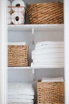 Linen Closet Organization, Home Organisation, Closet Storage, Kitchen Organization, Organization Ideas, Organizing Life, Organising, Kitchen Storage, Bathroom Closet
