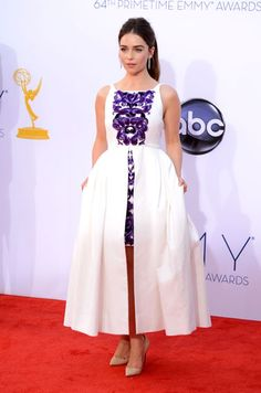 Emilia Clarke in Chanel Haute Couture at the Emmy Awards, September 2012 Emilia Clarke, Vogue, Nice Dresses, Formal Dresses, Chanel Couture, Red Carpet Looks, Red Carpet Fashion, Celebrity Style, Celebrity Dresses