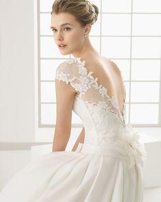 DALLAS vestido de novia en guipour y labradora .