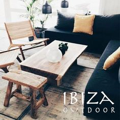 Zojuist een hele leuke foto ontvangen van onze Ushuaia loungestoel, strakke teakhouten salontafel en een mooi bijzettafeltje.   Heb je interesse in één van onze producten, een vraag of wil je een afspraak maken in de loods? Stuur dan een e-mail naar ibizaoutdoor@gmail.com en je ontvangt snel antwoord.