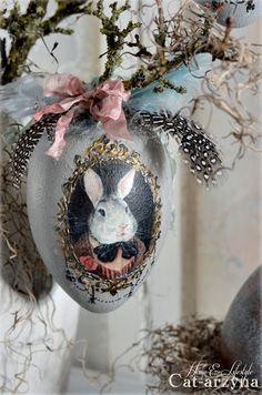Sensational Easter Egg Decorating Ideas - Life Is Fun Silo Easter Egg Crafts, Easter Art, Easter Eggs, Egg Art, Egg Decorating, Vintage Easter, Spring Crafts, Happy Easter, Shabby