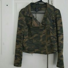***SALE 3 FOR $16* Soft Camouflaged Sweater/Blazer Soft Camouflaged Sweater/Blazer Rue 21 Jackets & Coats Blazers