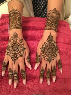Henna tattoos While traditional mehndi is synonymous with Indian weddings, many modern Indian brides have started opting for contempo. Henna Hand Designs, Pretty Henna Designs, Mehndi Design Images, Latest Mehndi Designs, Mehndi Patterns, Bridal Mehndi Designs, Mehndi Designs For Hands, Henna Tattoo Designs, Bridal Henna