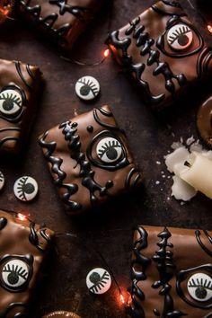 Hocus Pocus Spellbook Brownies from Half Baked Harvest Halloween Brownies, Halloween Desserts, Halloween Fingerfood, Hallowen Food, Halloween Cookies, Holidays Halloween, Easy Halloween, Halloween Treats, Halloween Party