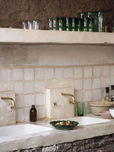 Wide-set times A cultural guide to Marrakech - La Famille restaurant - open kitchen Küchen Design, House Design, Interior Design, Rustic Kitchen, Kitchen Decor, Hacienda Kitchen, Kitchen Interior, Future House, Home Kitchens