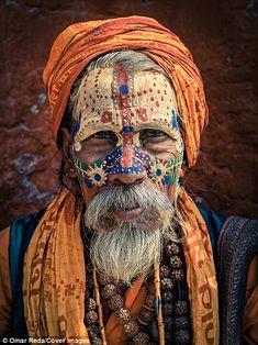 Portraits d'hommes saints : les Sadhus vus par Omar Reda Cultures Du Monde, L'art Du Portrait, Tribal Face, Arte Tribal, Historical Art, World Of Color, Interesting Faces, Ancient Art, People Around The World