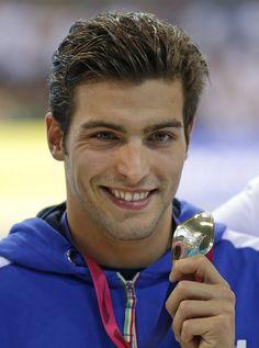 Prima medaglia d'oro per l'Italia agli Europei di nuoto di Londra: l'ha conquistata Gabriele Detti che ha dominato la prima finale del programma dell'Aquatics Centre, quella dei 400 stile libero. Per il 21enne livornese è il primo risultato di prestigio a livello internazionale